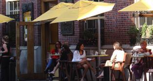 sidewalk_dining.jpg