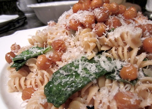 Make: Pasta with Garlicky Roasted Chickpeas and Greens - Be Well ...