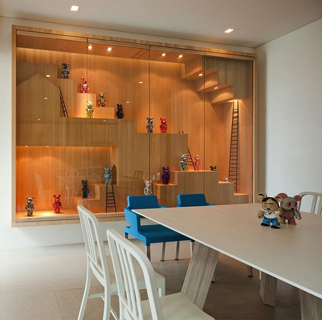 Minimalist Design Inspiration: Thailand\'s Bear House With Wall Art