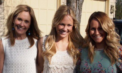 Bride-to-be Blogger Carly: My First Bridal Shower! Or: When Red Champagne Meets a White Dress