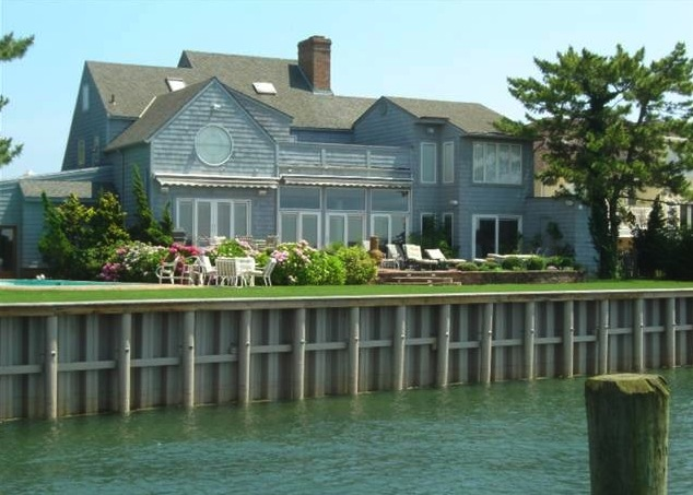 Margate bayfront house for sale is perfect for boaters and home entertainers.