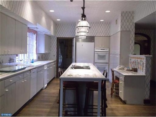 Who owns this kitchen? Bruce Toll? Or Bobby Rydell?
