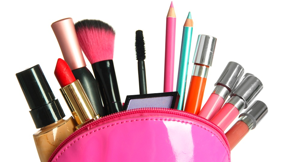 Bridal Makeup Items Name : 23 Items for Your Wedding-Day Bridal Emergency Kit ...