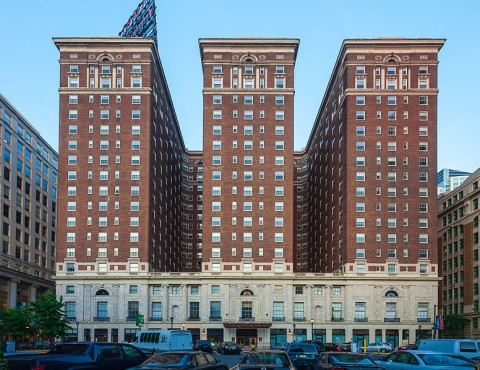 Benjamin_Franklin_Hotel,_west_side_view