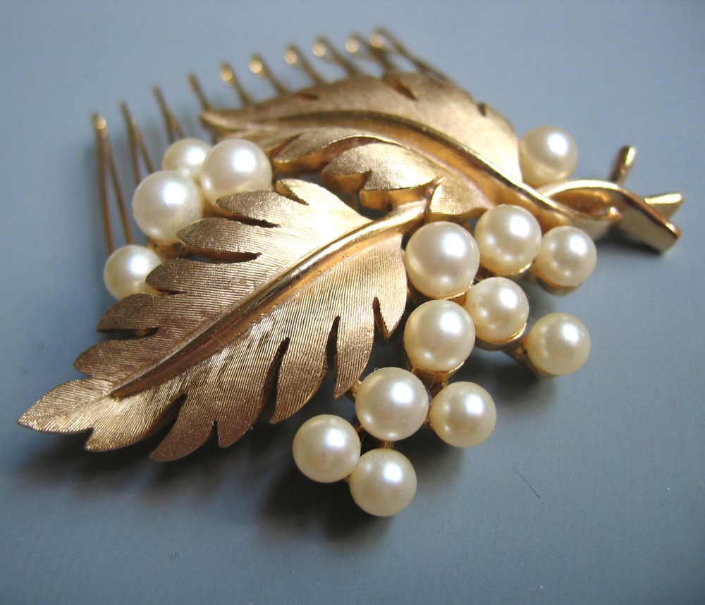 Two June Bridal Events (Vintage Accessories! Champagne! Registry!) at Scarlett Alley in Old City