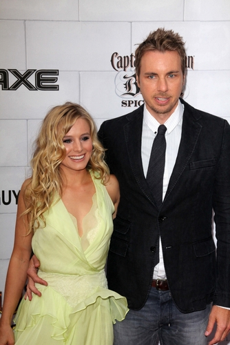 Kristen Bell Proposes to (Fiancé) Dax Shepard (On Twitter) Now That DOMA Is Gone