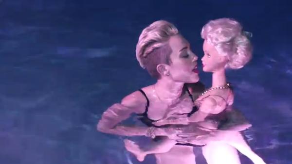 Cyrus lesbian miley Miley Cyrus