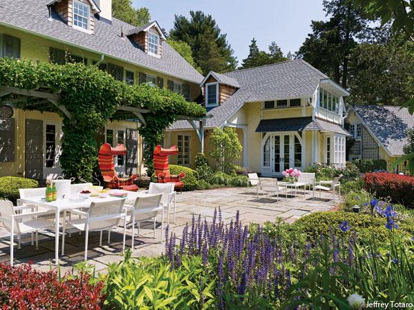 chesnut-hill-home-real-estate-mona-ross-berman-backyard-garden