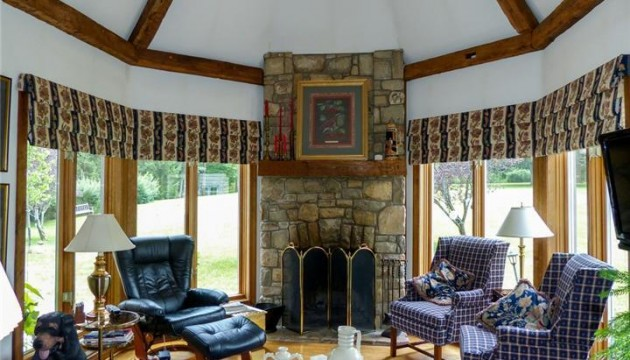den with cathedral ceiling