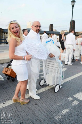 diner-en-blanc-tony-luke-engaged