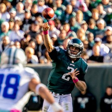 Matt Barkley throws a pass against Dallas.