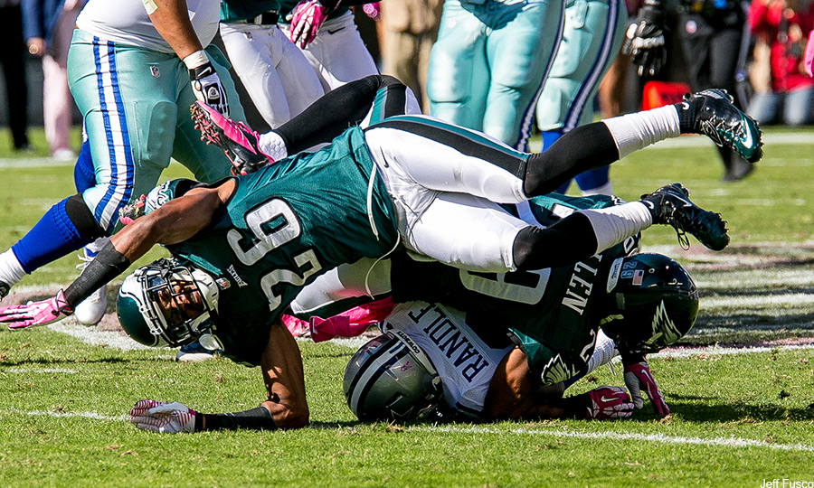 Cary-Williams-going-down-dallas-game