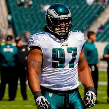 Eagles DT Isaac Sopoaga on field warm-up