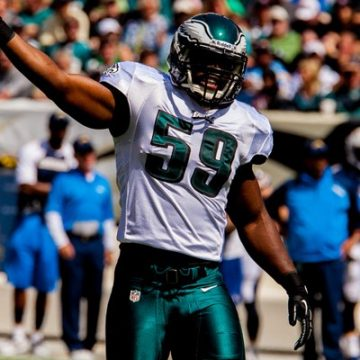 Eagles LB DeMeco Ryans on field hyping crowd