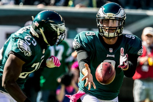Eagles QB Nick Foles tosses the football to RB LeSean McCoy.