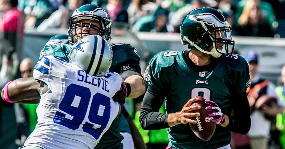 Eagles QB Nick Foles reads the Cowboys' Defense. 10/20/13