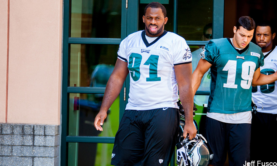 Eagles DE Fletcher Cox helmet off at practice
