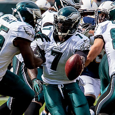 Mike Vick handoff to LeSean McCoy