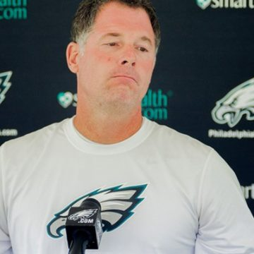 Eagles offensive coordinator Pat Shurmur takes question from media
