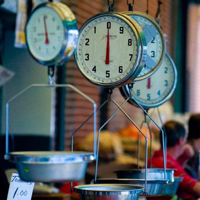 Italian-Market-scales-fusco