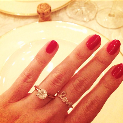 Lauren Conrad, shooter of an excellent engagement ring selfie | @LAURENCONRAD/INSTAGRAM