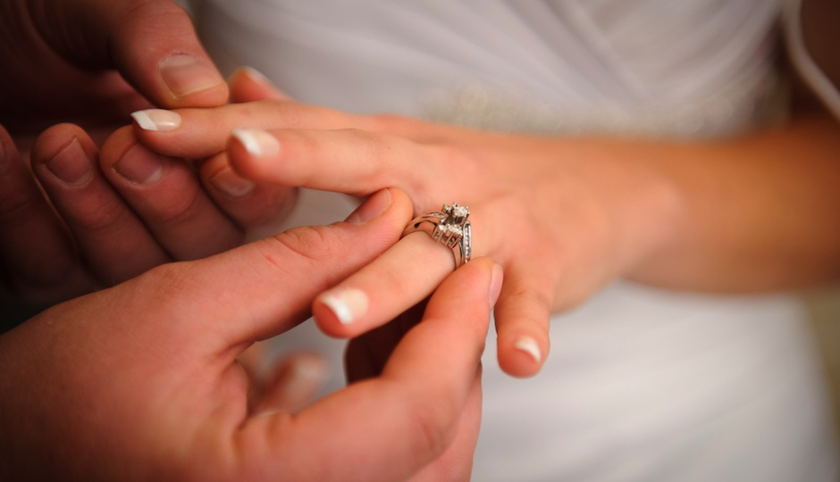 PW-wedding ring exchange shutterstock