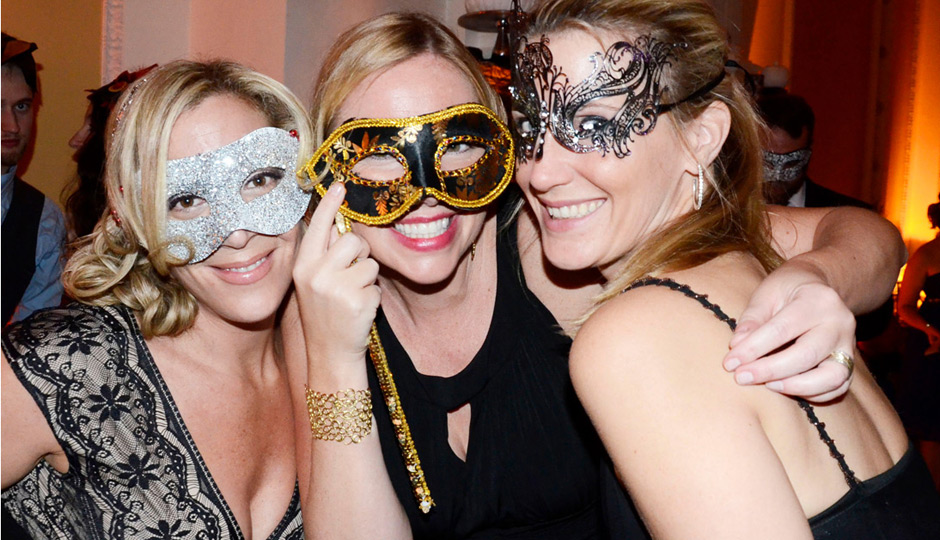 Young-Friends-Kelly-Anne-Dolan-Black-Tie-Masquerade-Ball-Stotesbury-Mansion-03-Abbe-Forman-Eileen-Shoulin-Abbe-Foreman-940x540