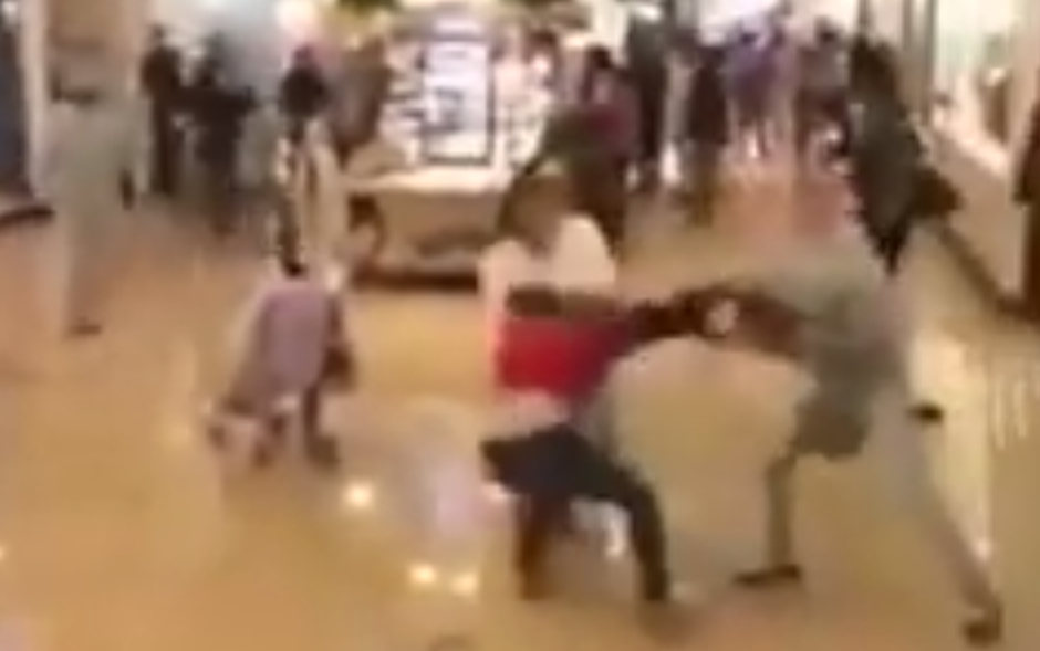 franklin-mills-stun-gun-brawl-black-friday