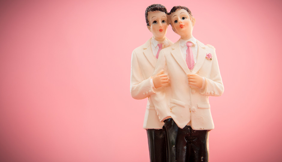 shutterstock_gay-marriage-two-grooms-cake-topper-940x540