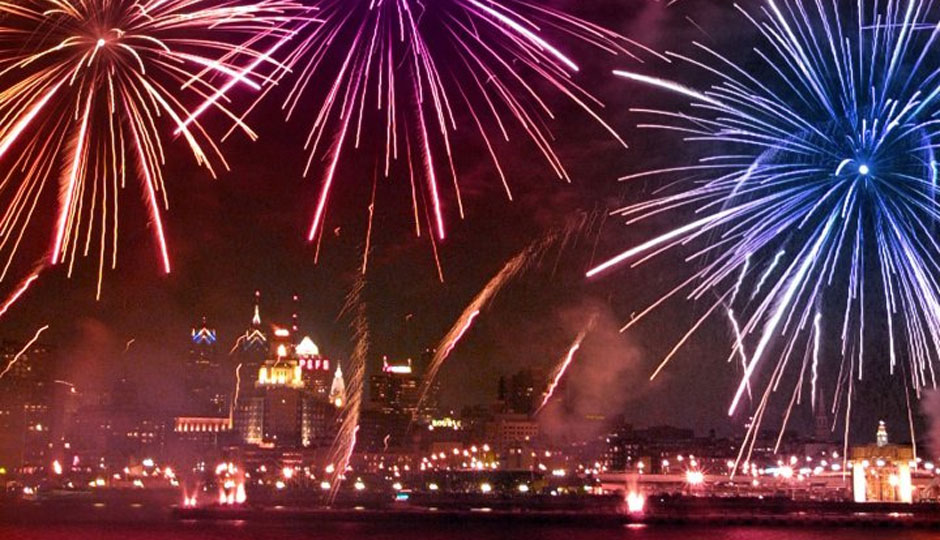 New-Years-Eve-Fireworks-Penns-Landing-Photo-by-G-Widman-for-Visit-Philadelphia