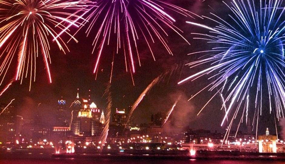 New-Years-Eve-Fireworks-Penns-Landing-Photo-by-G-Widman-for-Visit-Philadelphia
