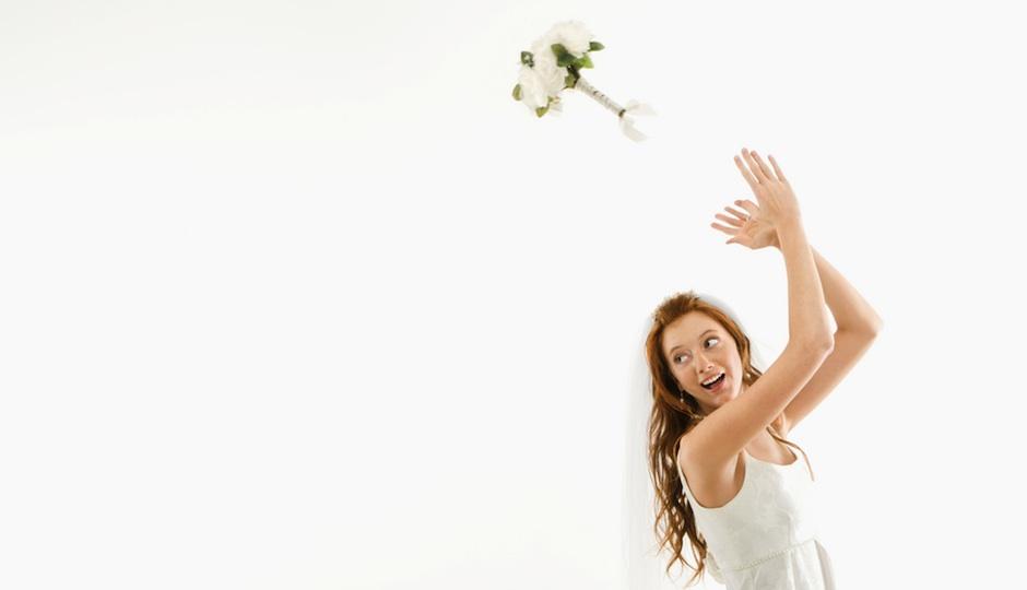 PW-bouquet toss shutterstock