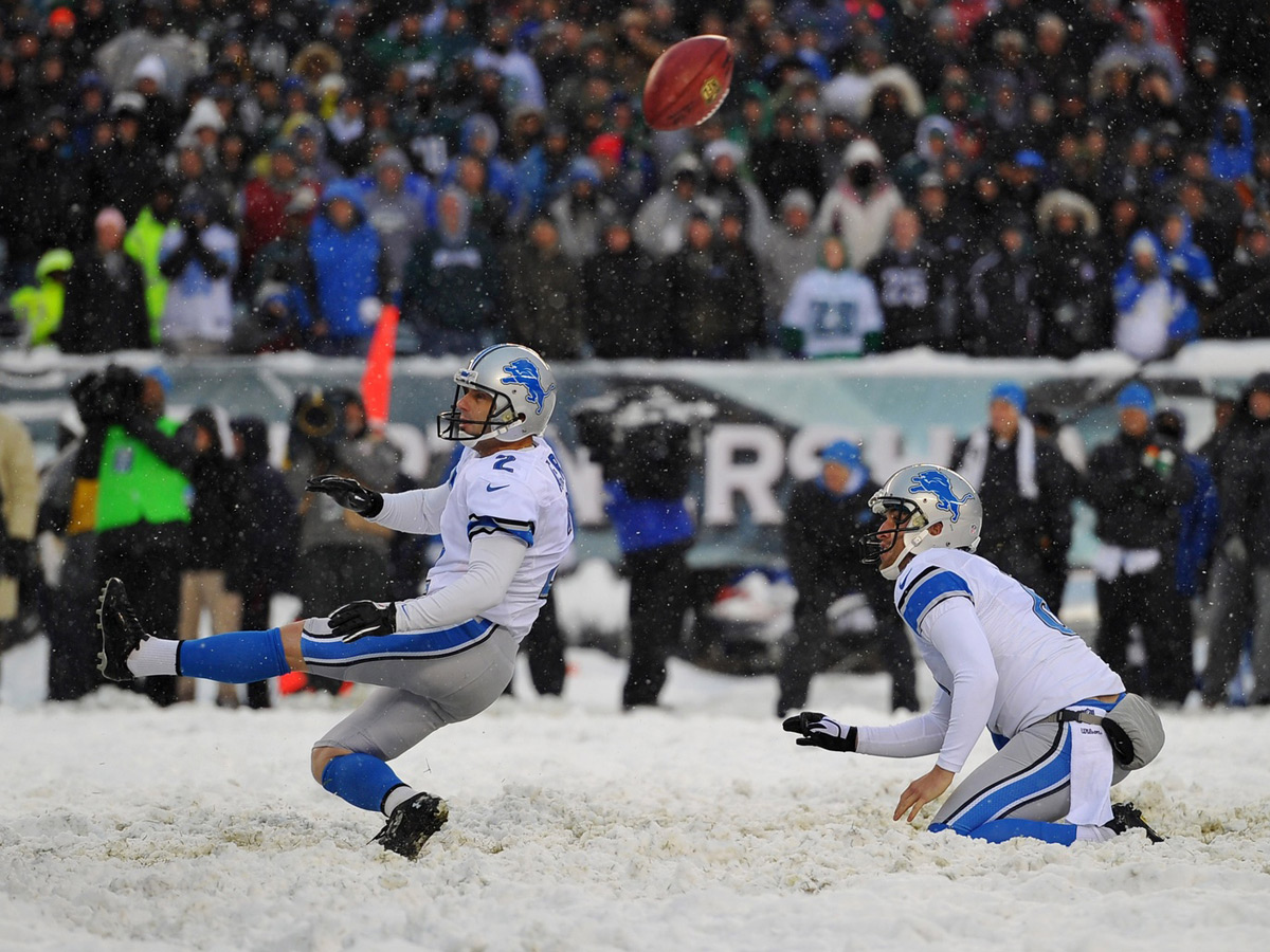 Former Eagles kicker David Akers gets his extra point blocked in the only kick attempted at the Lincoln Financial Field Snow Bowl