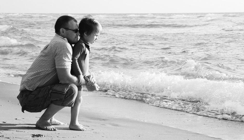 shutterstock_father-son-ocean-940x540