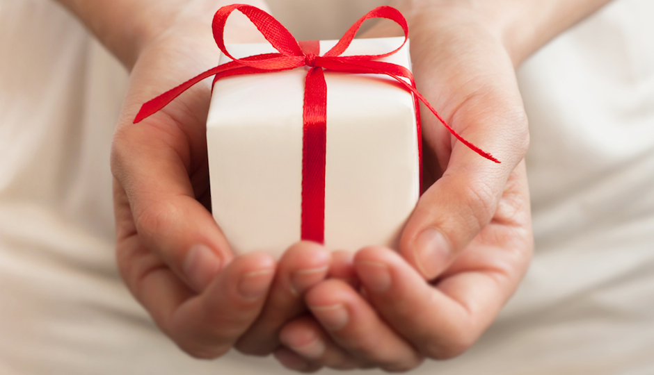 shutterstock_gift-940x540