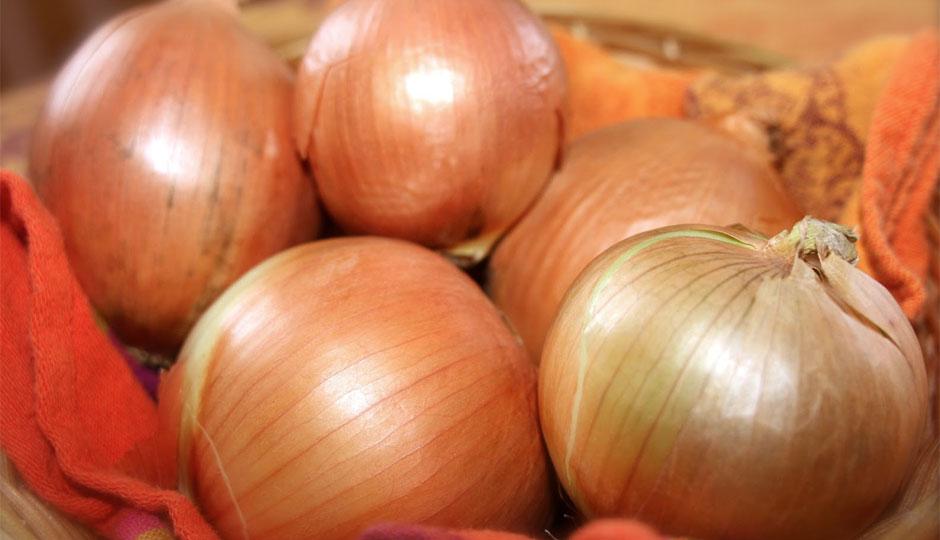 onions-dirt-940