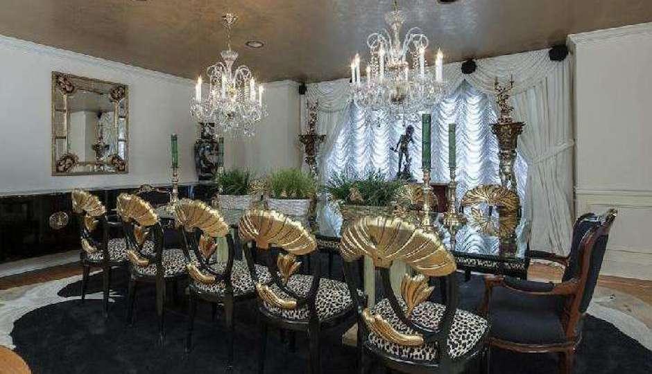 tacky.livingroom
