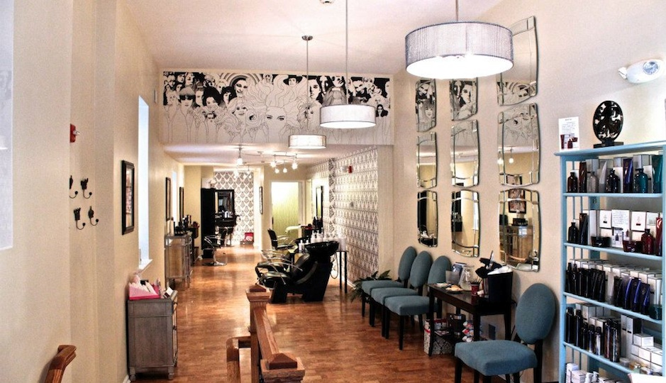 We love this cute Rittenhouse spot for waxes and blowouts. Photo via Heads & Tails' Facebook page.