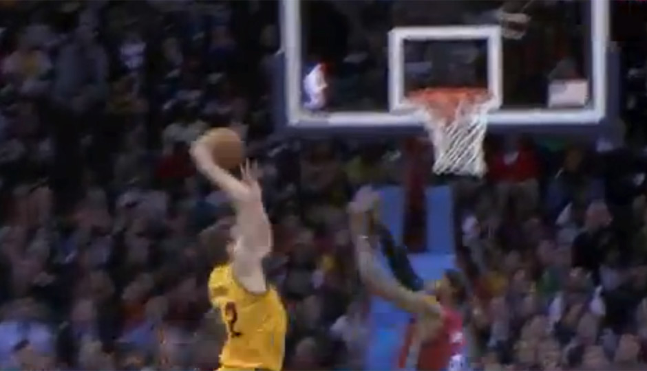hawes-lebron-posterized