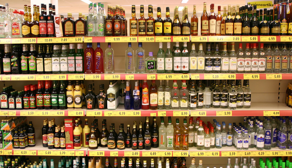 liquorshelves-940x540