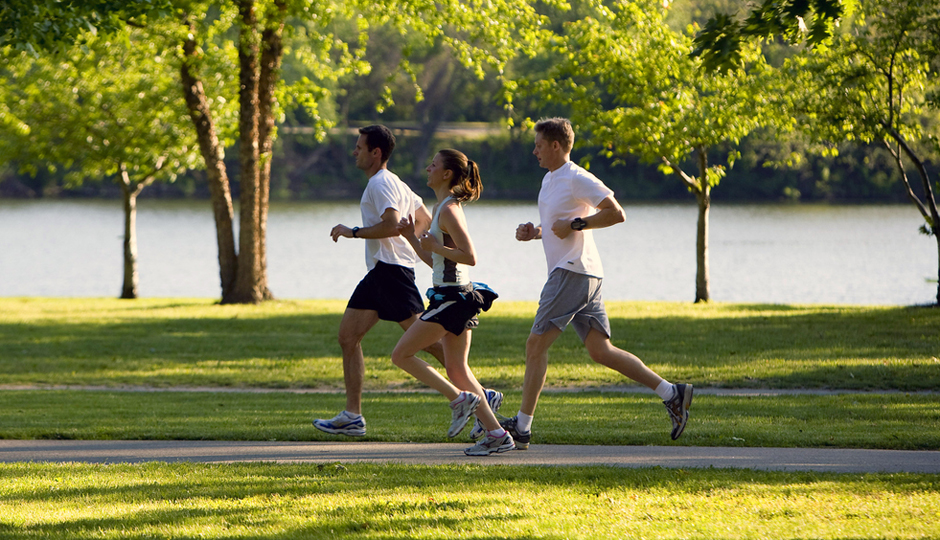 Runners on the Schuylkill Trail along Kelly Drive // Photo by Jeff Fusco
