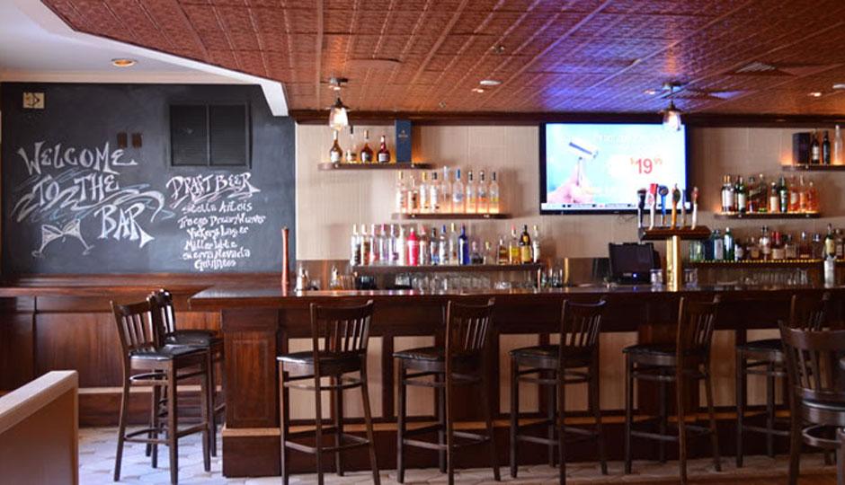 avalon-restaurant-has-a-bar