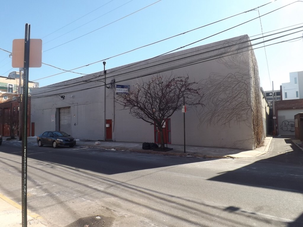 The warehouse that would be demolished if Dwell Northern Liberties gets built. Photo: Sandy Smith.