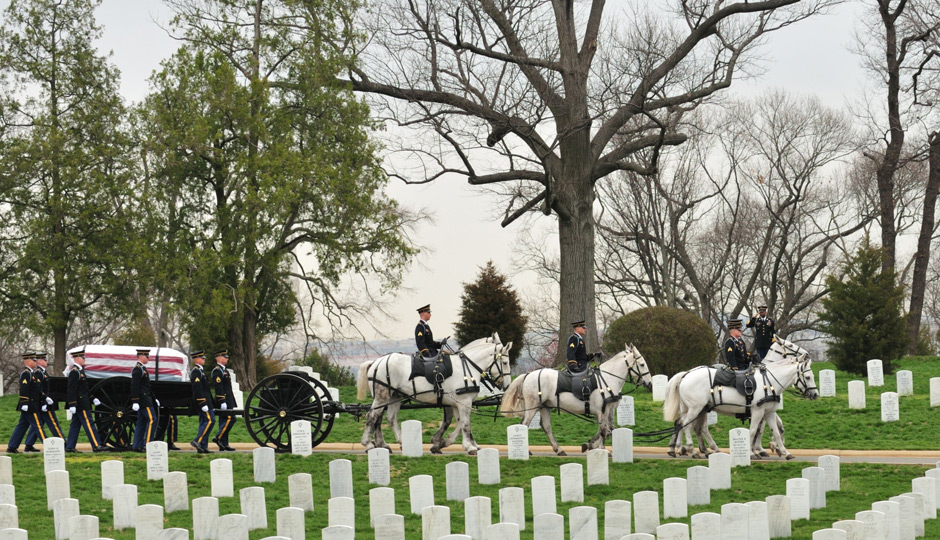 SMA_Dunway_Burial_at_Arlington_National_Cemetery_2008-j-d-leipold-u-s-army-940x540