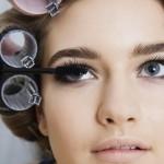 Woman-putting-on-eye-makeup