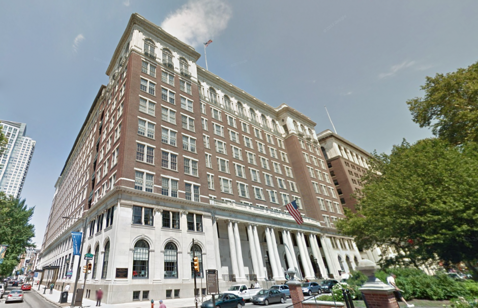The Curtis Center seen from the corner of  6th and Walnut. Image via Google Maps.