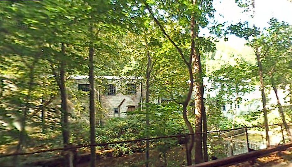 Side view of 1400 Mills Creek Road via Google Street View.