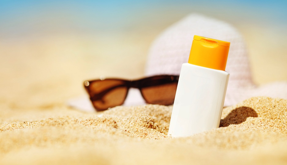 Avoid the spray bottle and use this kind of sunscreen instead | Shutterstock