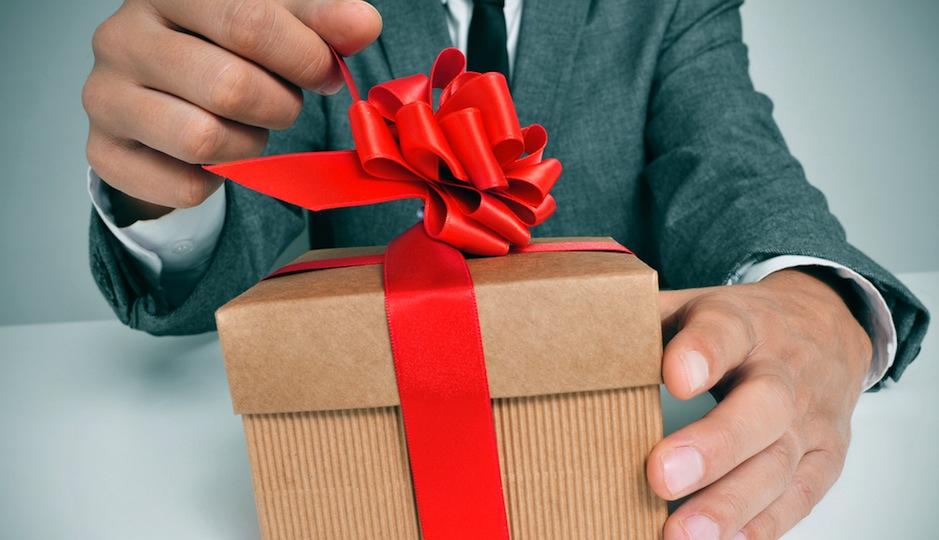 Как выбирать подарок для друга 890