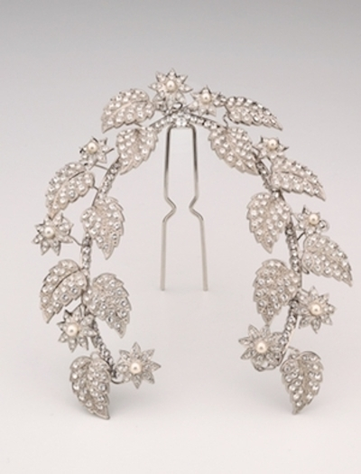You, too, can now wear an Andrew Prince headpiece on your wedding day. Photo/kleinfeldbridal.com.